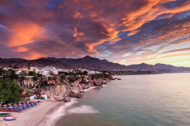 395608-low-cost-taxi-atardecer-nerja.jpg